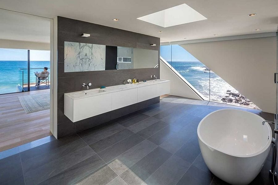 9Master-bathroom-seamlessly-connected-with-the-bedroom-and-the-view-outside