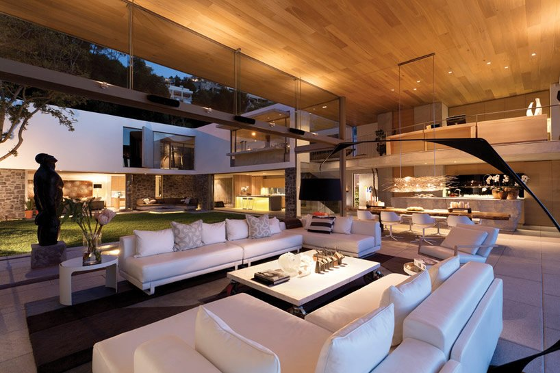9modern-coastal-house-living-room