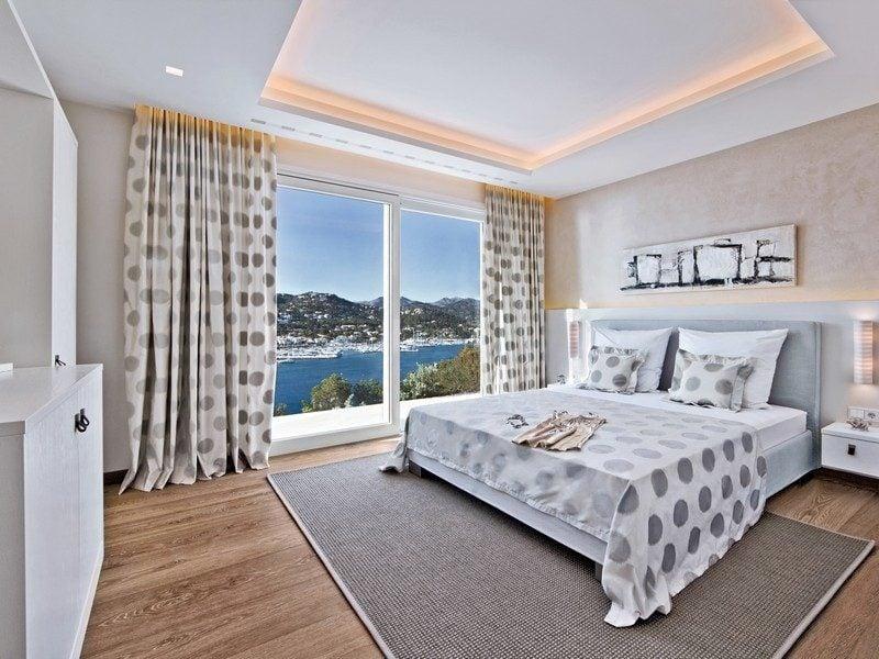 9oceanview-bedroom