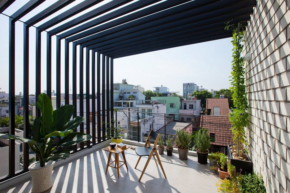 Townhouse-with-a-folding-up-shutter_Vietnam_MM-Architects_dezeen_936_21