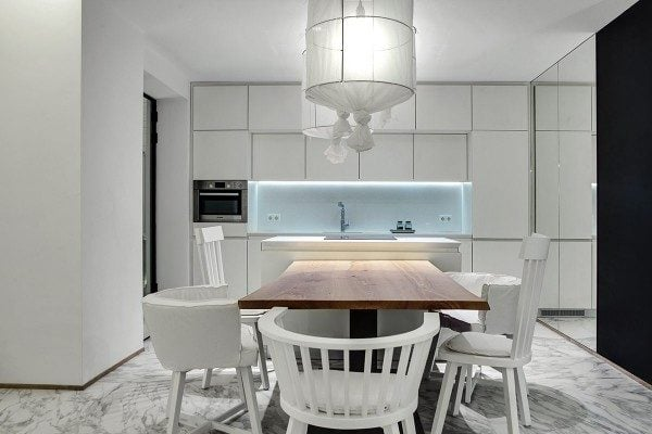 11luxury-white-kitchen-interior-600x400