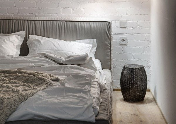 19painted-white-brick-wall-bedroom-600x424