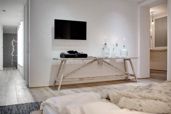 5white-wood-and-glass-interior-600x400