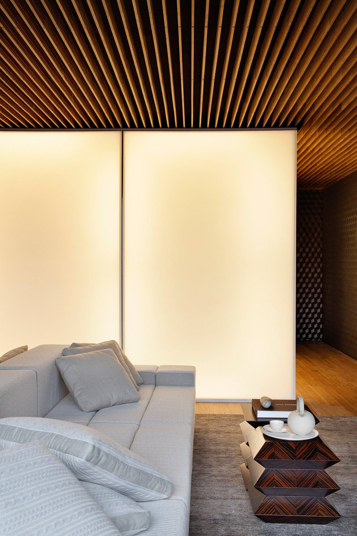 6Hotel-Black-by-Studio-Guilherme-Torres-at-MostraBlack-2013-Yellowtrace-11