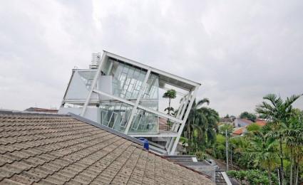 Ngôi nhà nghiêng độc đáo và tiện nghi ở Jakarta – Indonesia