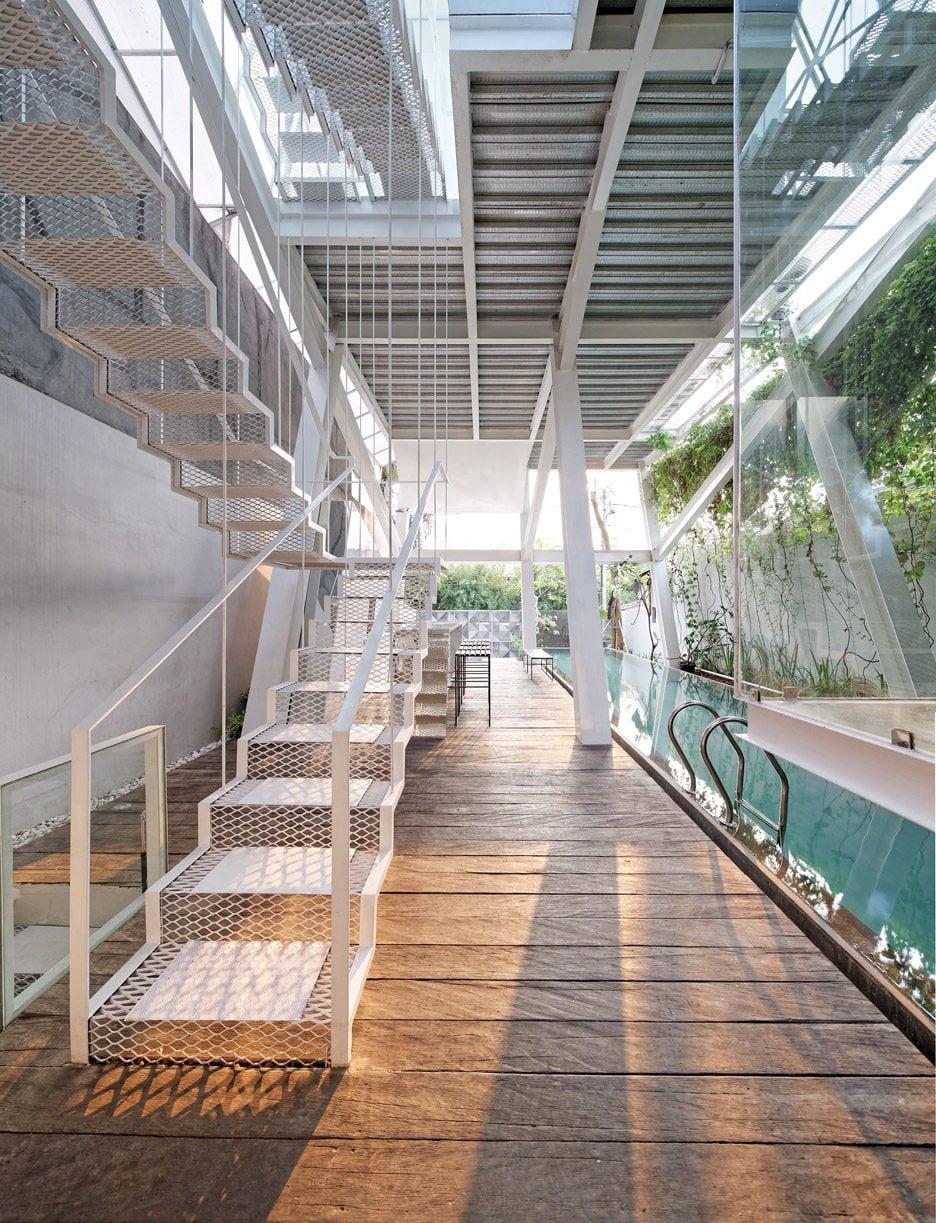 Rumah-Miring_Budi-Pradono-Architects_House_Jakarta_dezeen_936_8