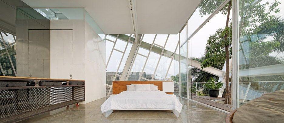 Rumah Miring Budi Pradono Architects House Jakarta dezeen 936 9 Ngôi nhà nghiêng độc đáo và tiện nghi ở Jakarta Indonesia qpdesign