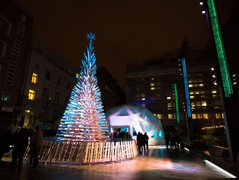 hello-wood-christmas-tree-london-budapest-manchester-designboom-04-818x615