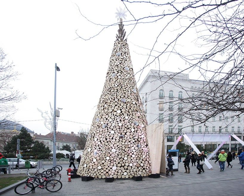 hello-wood-christmas-tree-london-budapest-manchester-designboom-07-818x656
