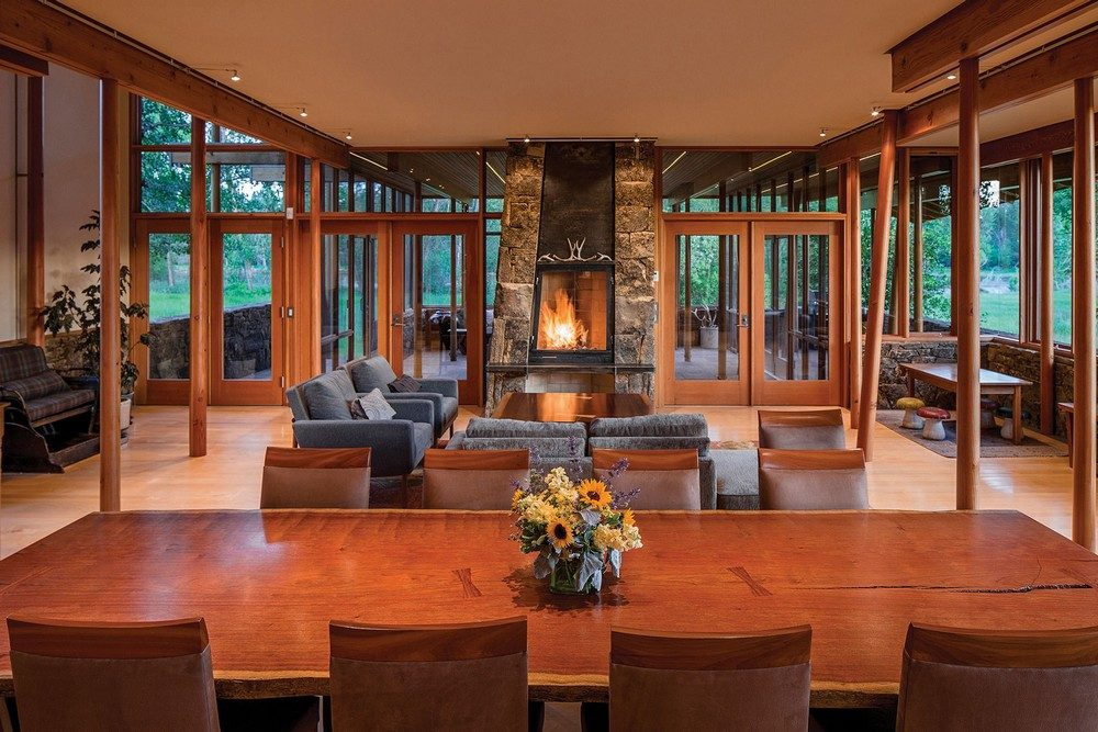 montana-glass-home-with-lots-of-wood-in-decor-10