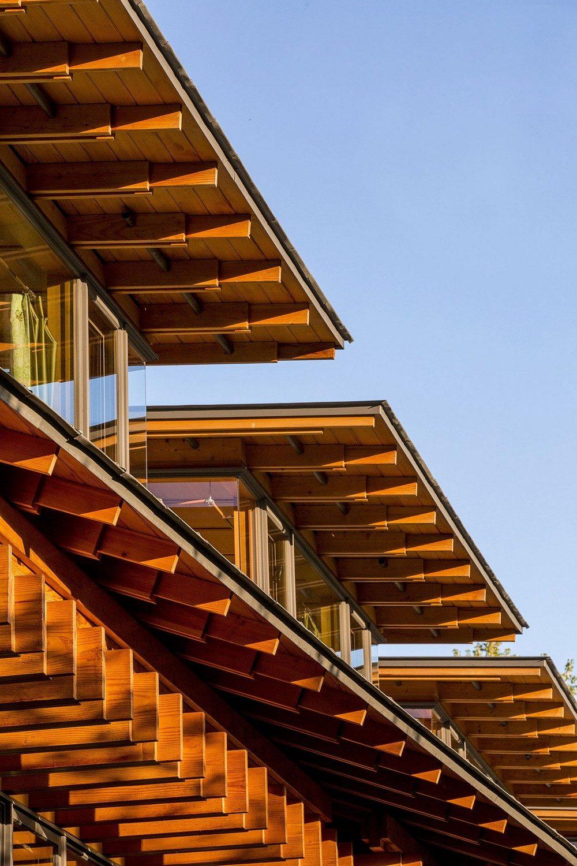 montana glass home with lots of wood in decor 12 Hòa mình cùng thiên nhiên trong ngôi nhà gỗ tuyệt đẹp ở MONTANA qpdesign