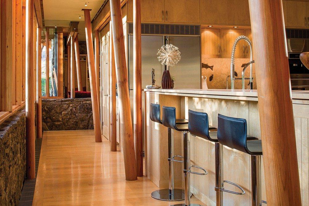 montana glass home with lots of wood in decor 3 Hòa mình cùng thiên nhiên trong ngôi nhà gỗ tuyệt đẹp ở MONTANA qpdesign
