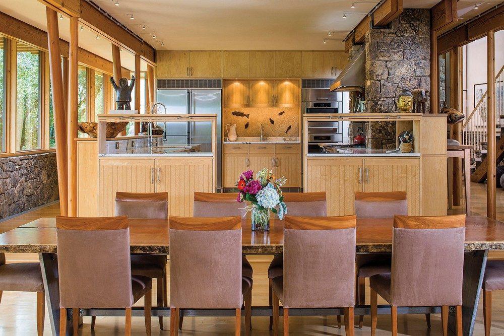 montana glass home with lots of wood in decor 5 Hòa mình cùng thiên nhiên trong ngôi nhà gỗ tuyệt đẹp ở MONTANA qpdesign