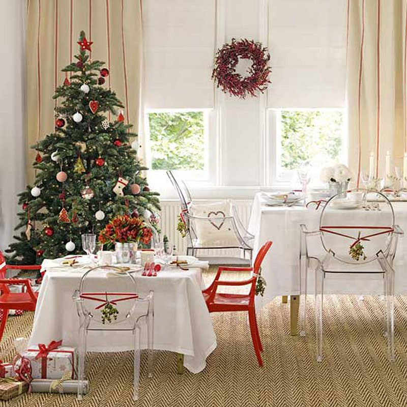 red-white-Christmas-dining-room
