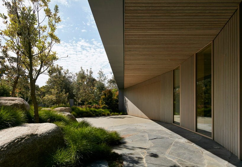 inarc-links-courtyard-house-designboom-11