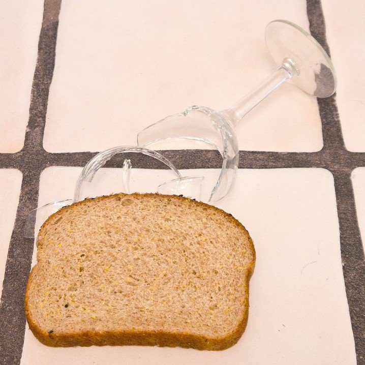pick-up-broken-glass-with-a-slice-of-bread-718x718
