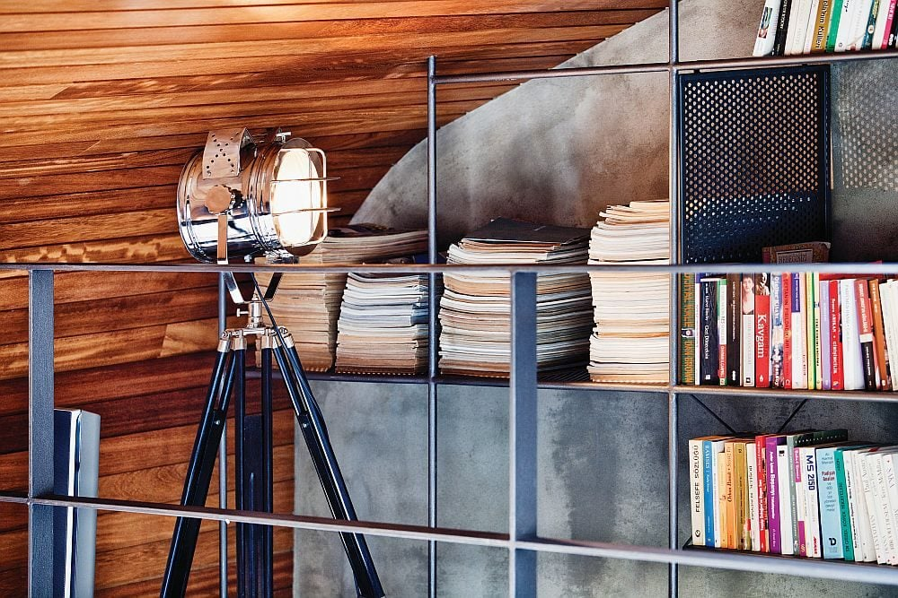 Floor-lamp-with-a-tripod-stand-steals-the-show