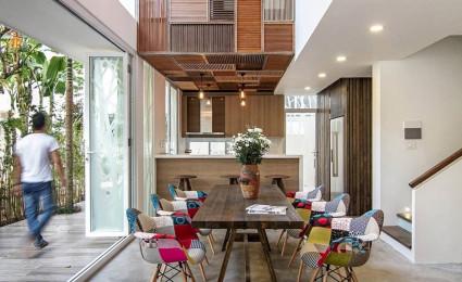 Nội thất gỗ mộc mạc và tinh tế trong ngôi nhà ở Hà Nội