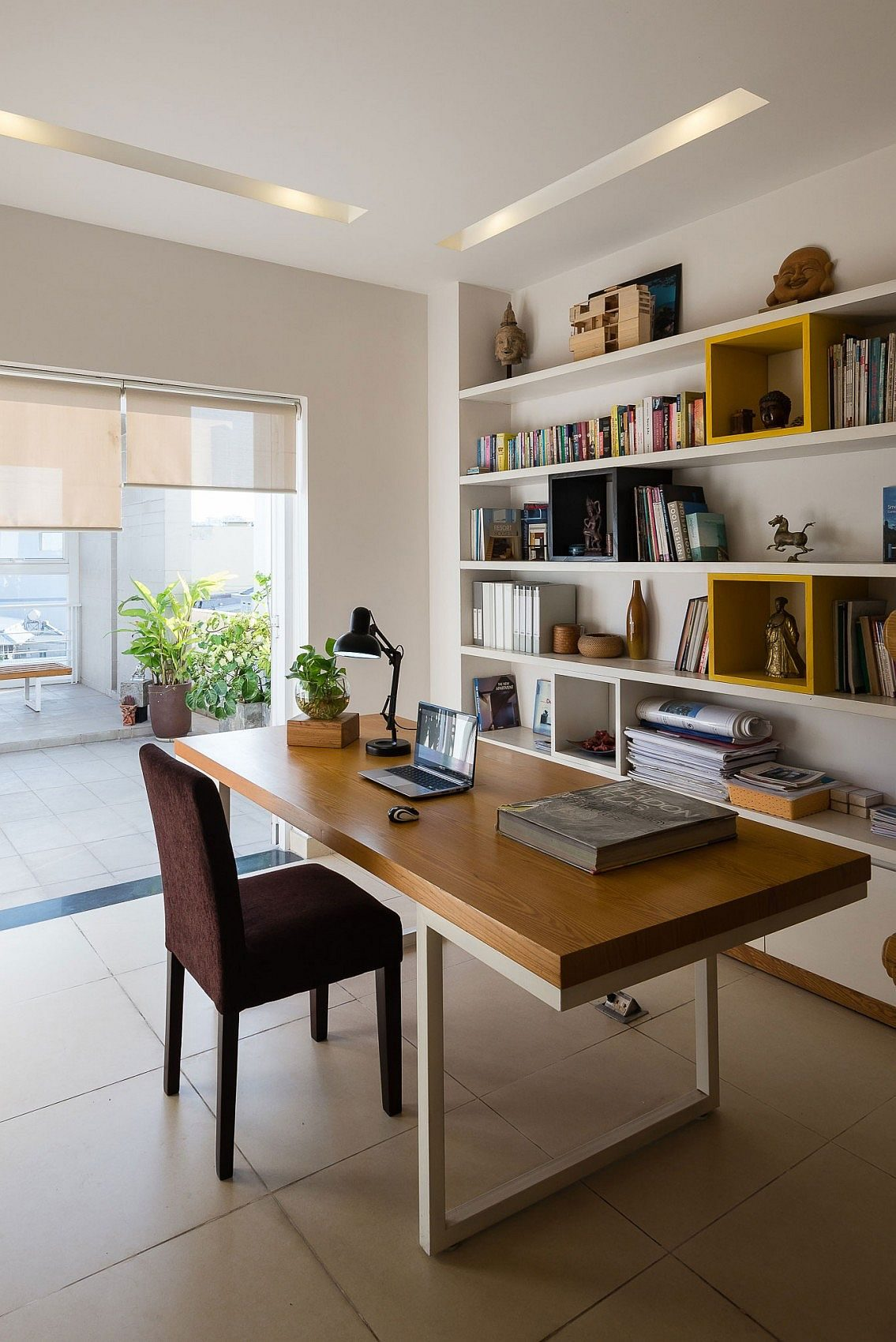 Library-and-study-on-the-top-level-of-the-Ho-Chi-Minh-city-home
