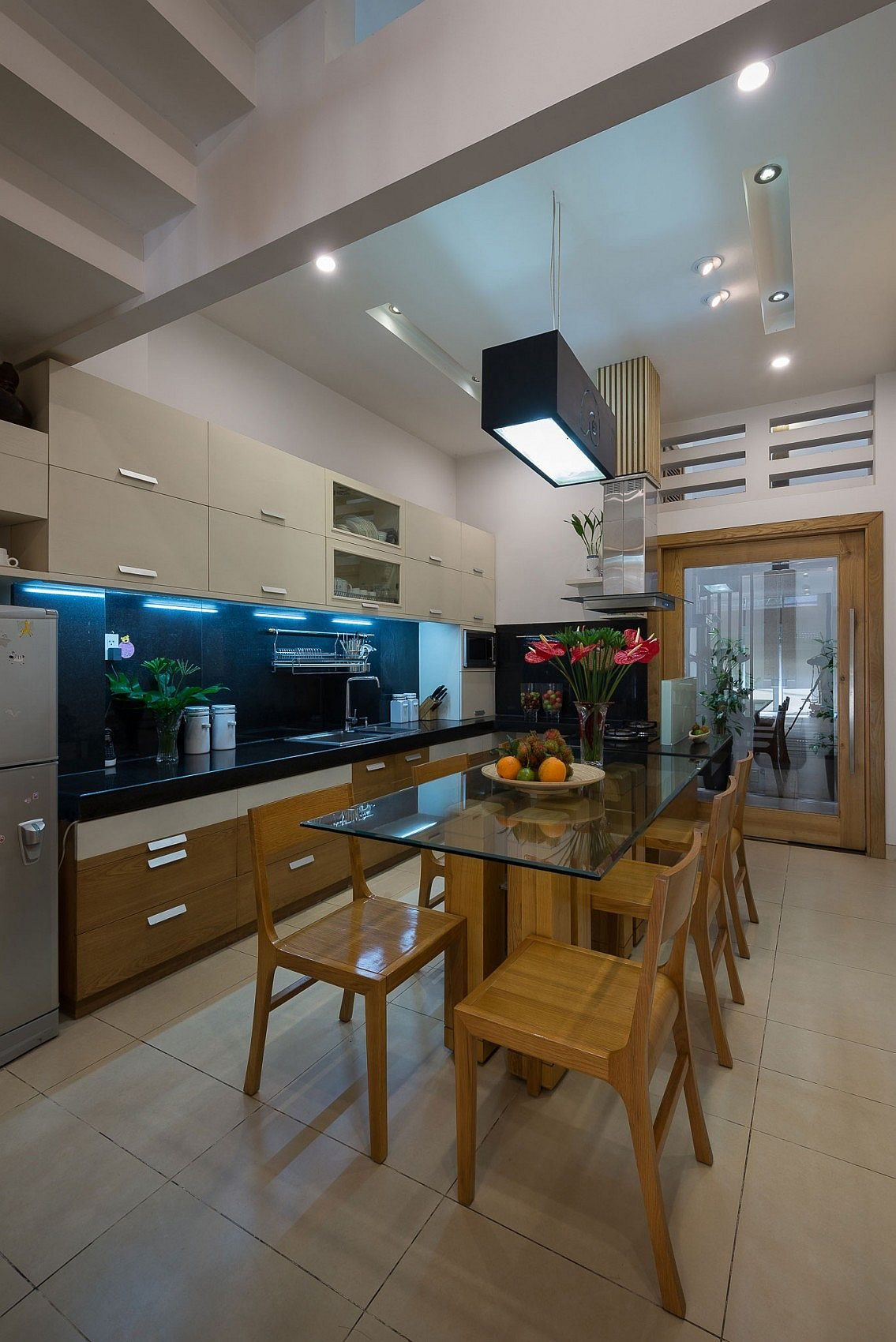 Simple-L-shape-kitchen-and-dining-space-design