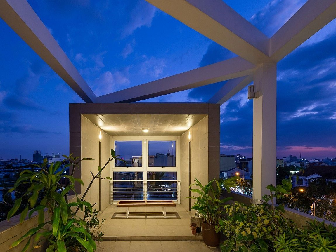 Sky-garden-on-the-fourth-level-of-Ho-Chi-Minh-City-Residence-with-lovely-views