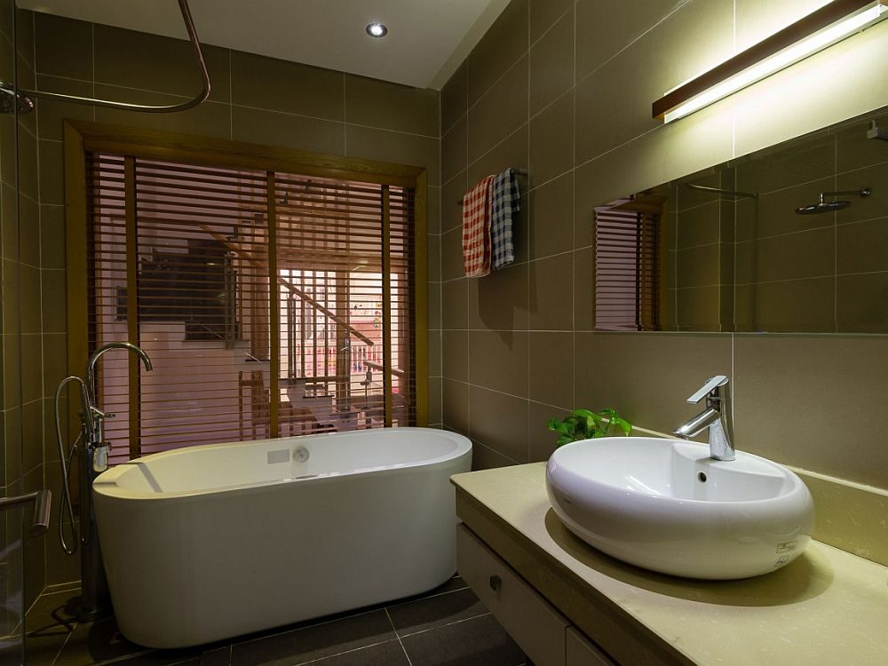 Small-modern-bathroom-with-a-gorgeous-freestanding-bathtub