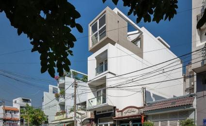 Nhà phố Sài Gòn với thiết kế giải quyết vấn đề về diện tích