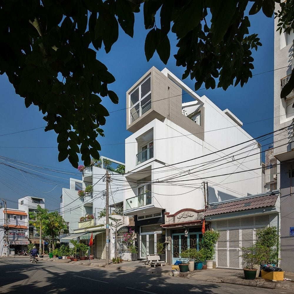 Street-facade-of-narrow-urban-house-in-Ho-Chi-Minh-city