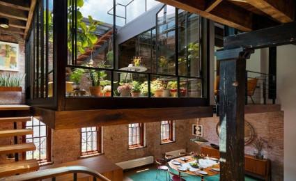 Ngắm ngôi nhà với thiết kế vườn cây xanh mát trên tầng lửng