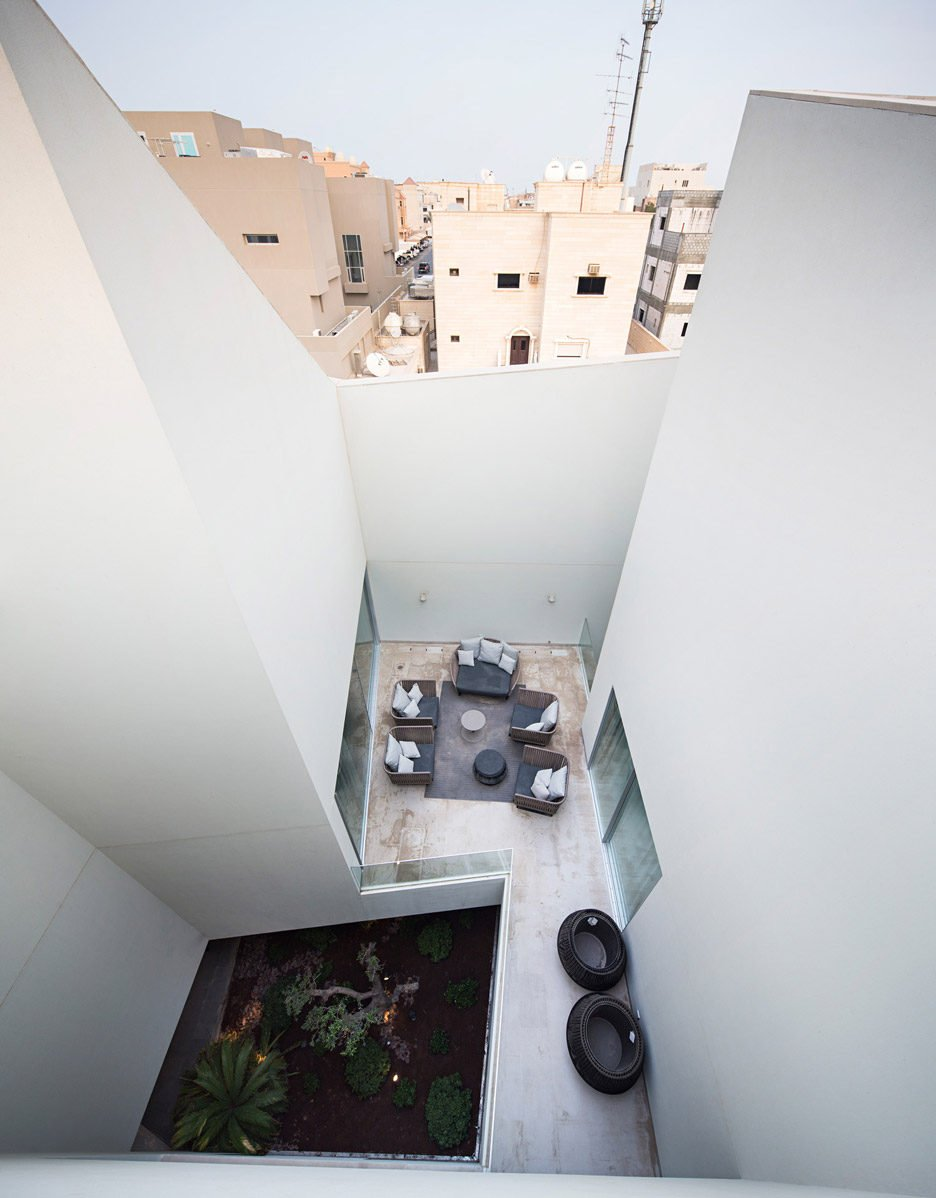 wall-house-agi-architects-dezeen_936_22