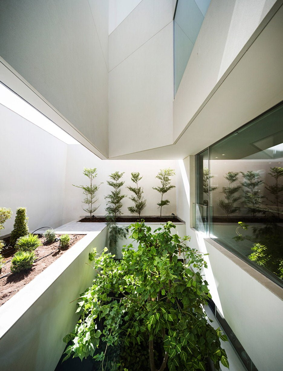 wall-house-agi-architects-dezeen_936_29