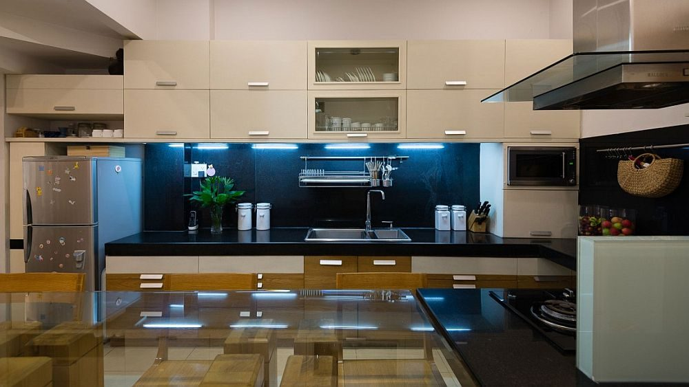 White-cabinets-and-a-dark-backsplash-fashion-a-cool-modern-kitchen
