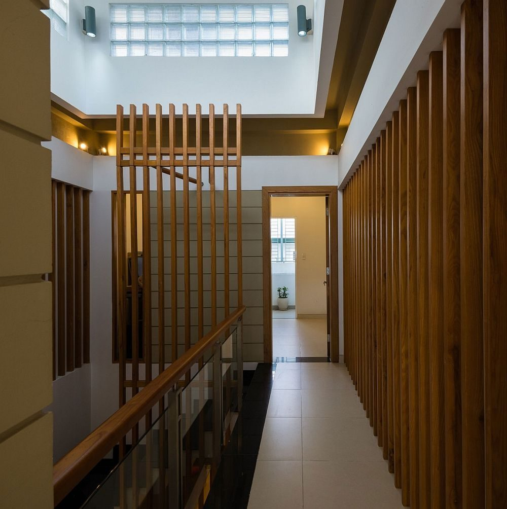 Wooden-slats-combine-privacy-and-demarcation-of-space-with-smart-flow-if-light