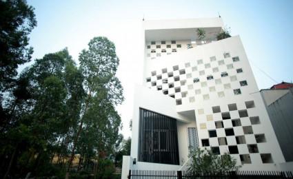 Nhà phố hướng tây với mặt tiền tổ ong chống nắng tại Vĩnh Phúc