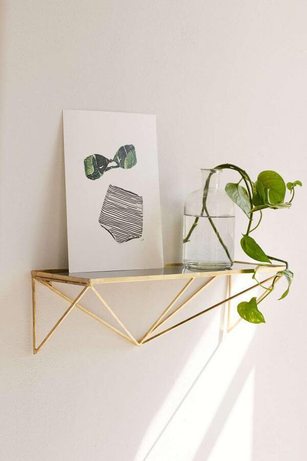 elegant geometric wall shelf 600x900 Những mẫu kệ treo tường đẹp và độc đáo qpdesign