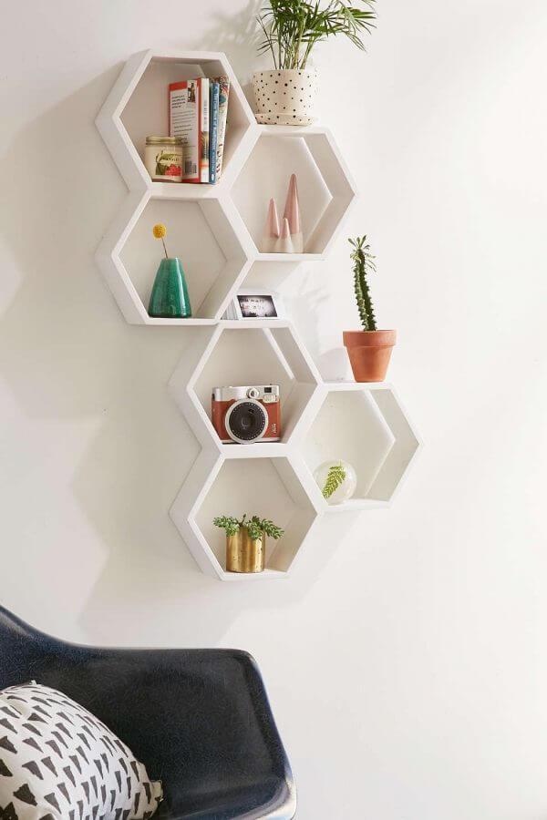 geometric hexagon mini shelves 600x900 Những mẫu kệ treo tường đẹp và độc đáo qpdesign
