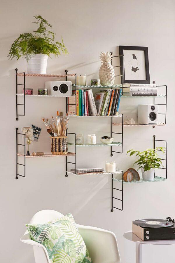 wall mounted shelves 600x900 Những mẫu kệ treo tường đẹp và độc đáo qpdesign