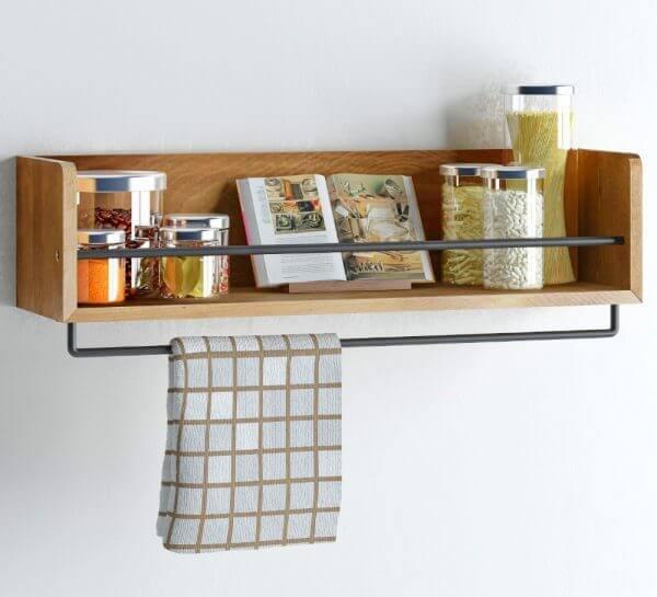 wood kitchen shelf with towel rack 600x545 Những mẫu kệ treo tường đẹp và độc đáo qpdesign