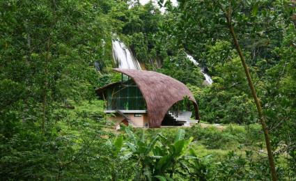 Nhà cộng đồng Chiềng Yên –  mái tranh uốn cong giữa núi rừng